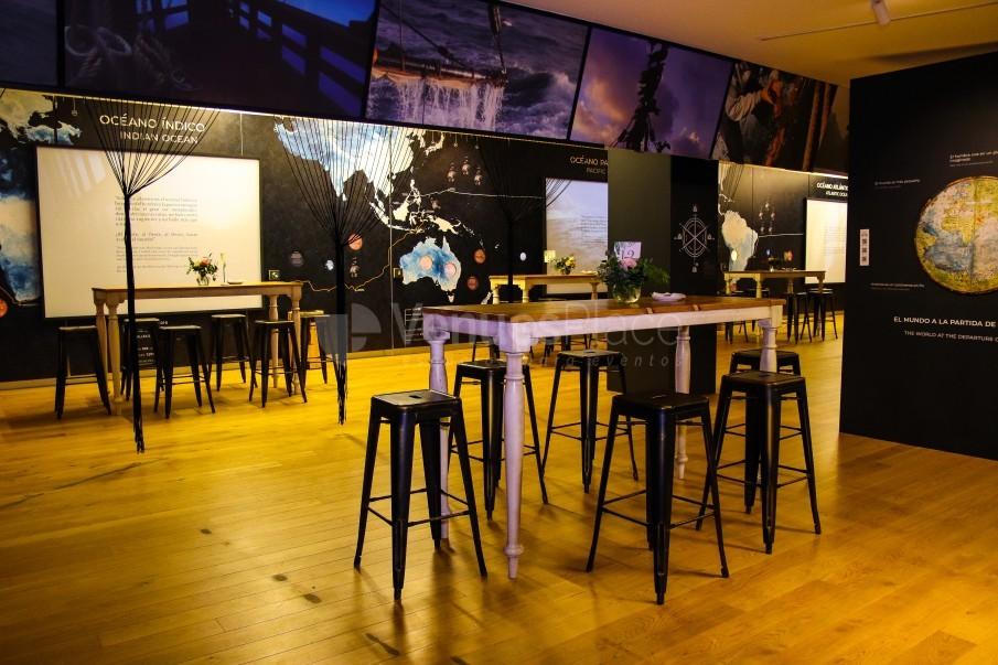 Montaje  Recepcion Tipo Coctel interior del Salon de Exposicion