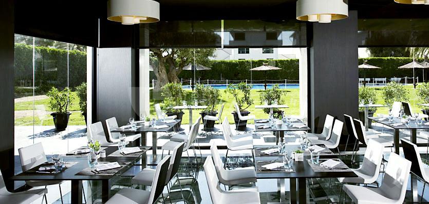 Restaurante Noray con vistas al jardín en el Hotel Meliá Sitges / Noray Restaurant garden views at Hotel Meliá Sitges