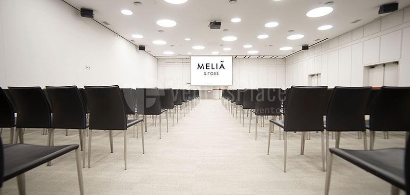 Sala Tramuntana 2 con montaje en formato teatro en el Hotel Meliá Sitges / Tramuntana's 2 room with montage in theater format at Hotel Meliá Sitges