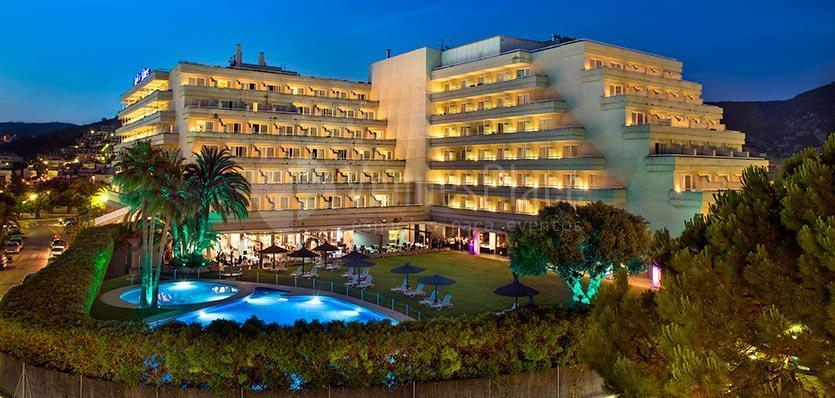 Visión del Hotel Meliá Sitges desde el exterior / View of the Hotel Meliá Sitges from the outside