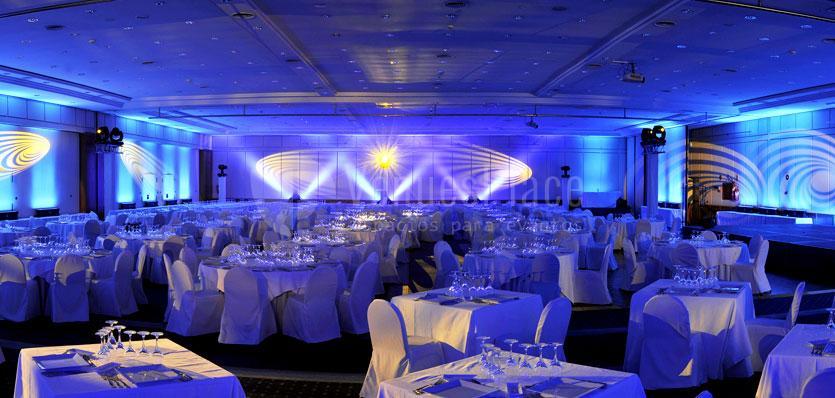 Sala Tramuntana con montaje en formato banquete en el Hotel Meliá Sitges / Garbí's room Hotel Melià Sitges with montage in banquet format