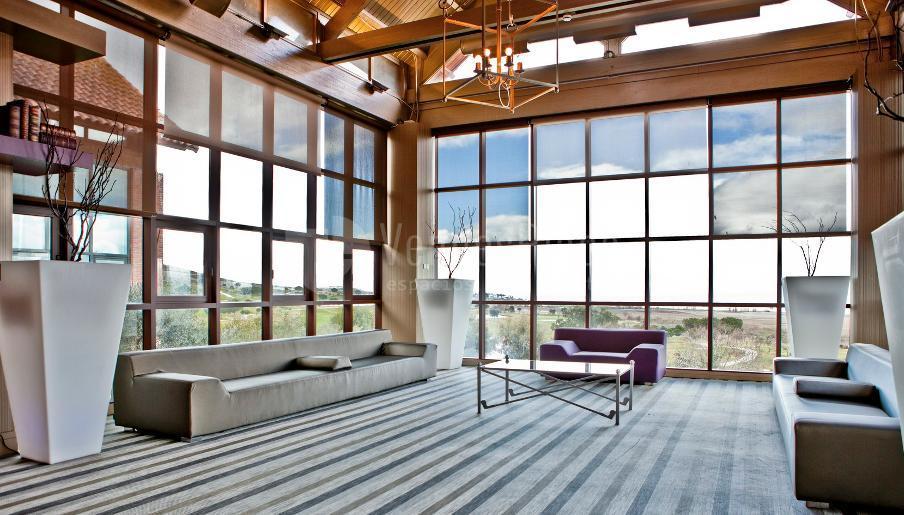 Amplias zonas para disfrutar en Retamares Events Suites & Golf