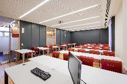 Aula 4 en el Colegio Oficial de Aparejadores y Arquitectos Técnicos de Madrid