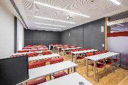 Aula 1 en el Colegio Oficial de Aparejadores y Arquitectos Técnicos de Madrid