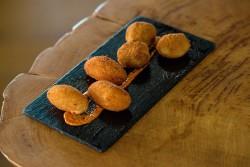 Croquetas a elegir entre tres tipos: cecina de León, bacalao con pimientos o pisto de verduras.