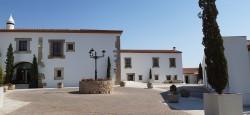 Entrada principal al Hotel Hospes Palacio de Arenales & Spa Cáceres