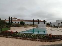 Piscina infinity en Hotel Hospes Palacio de Arenales & Spa Cáceres