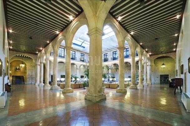 Salones interiores en Parador de Lerma