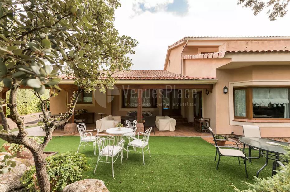 Celebra tu evento en Villa Valle Sierra de Guadarrama. Porche de verano