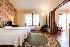Alojamiento para tus eventos en Villa Valle Sierra de Guadarrama. Habitación en suite con vestidor y terraza con maravillosas vistas