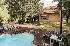 Piscina de agua salada y atemperada por placas solares en Villa Valle Sierra de Guadarr
