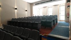 Entrada de luz natural por la parte trasera del Auditorio, planta baja.