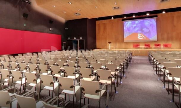 Interior 1 en Centro de Convenciones Bilbao Exhibition Centre BEC
