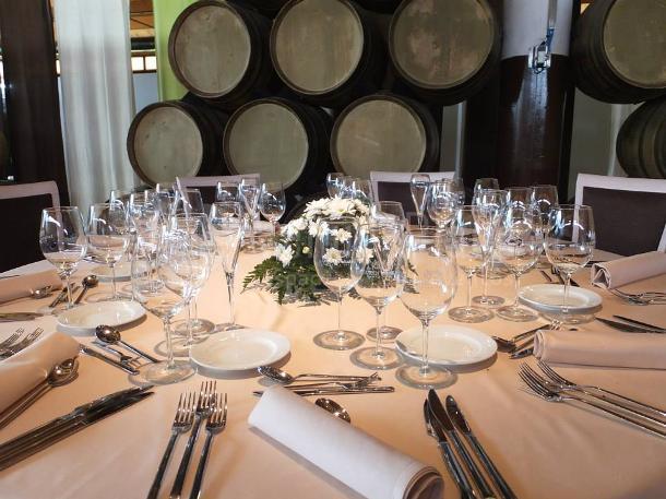 Montaje banquete de boda en el Hotel Bodega Eguren Ugarte