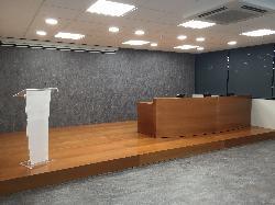 Mesa de conferenciante Sala J. Maritain