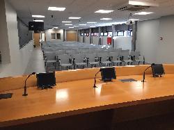 Mesa de conferenciante Sala Sala J. Maritain