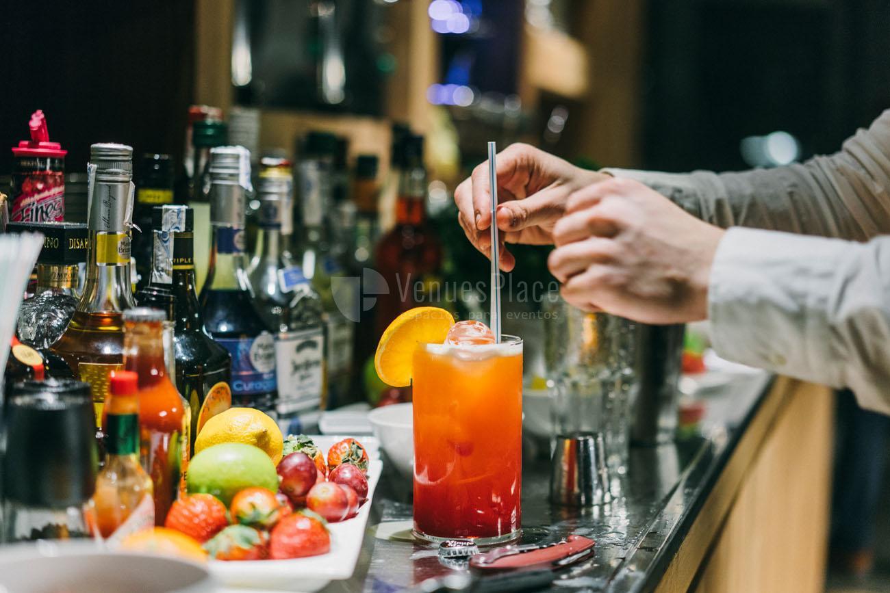 Los mejores cócteles en Nice to meet you Restaurant & lounge