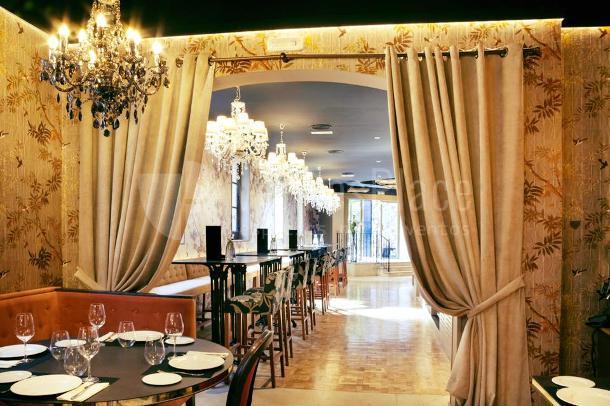 Cuidada decoración en Küche Restaurante
