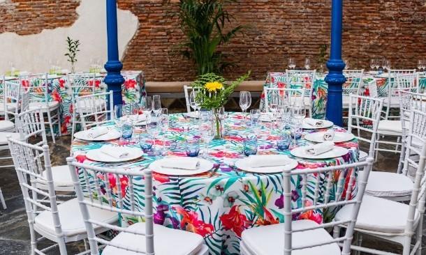 Mesa con decoración Antigua Champanería