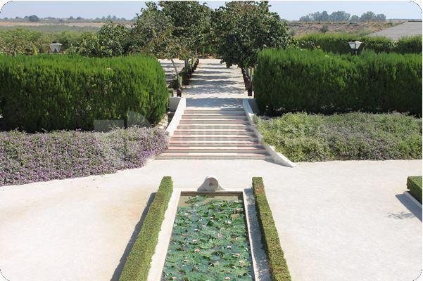 Amplios espacios ajardinados para su evento en Hacienda El Roso
