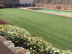 La piscina es un complemento ideal para tu descanso en Mas Llagostera