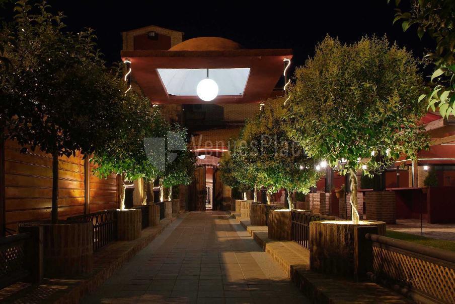 Iluminación y ambientes exclusivos para tus eventos  Complejo Cervantes