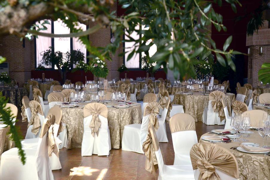 Montaje banquete de boda con encanto en Complejo Cervantes