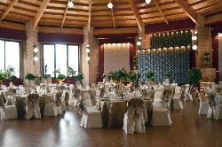Montaje banquete de boda con luz natural en Complejo Cervantes