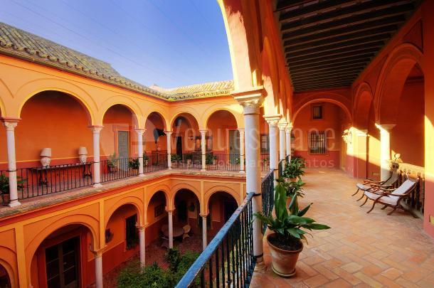 Patio de columnas, eventos en un entorno diferente en Casa Palacio de Carmona
