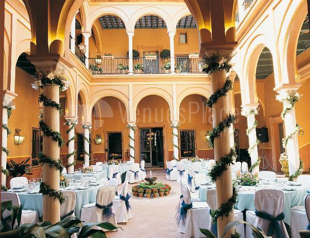 Montaje banquete de boda en Casa Palacio de Carmona