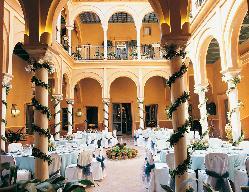 patio_de_columnas_mesas_1200.jpg
