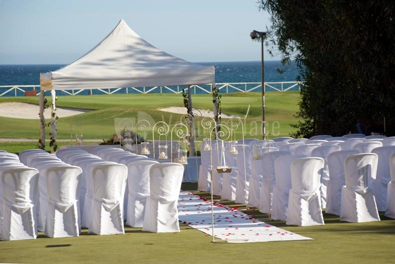 Montaje ceremonia civil al borde del mar Hotel Guadalmina Spa & Golf Resort  *****