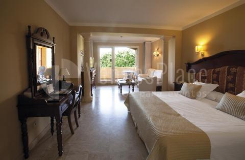 Habitación doble alojamiento invitados en Hotel Guadalmina Spa & Golf Resort  *****