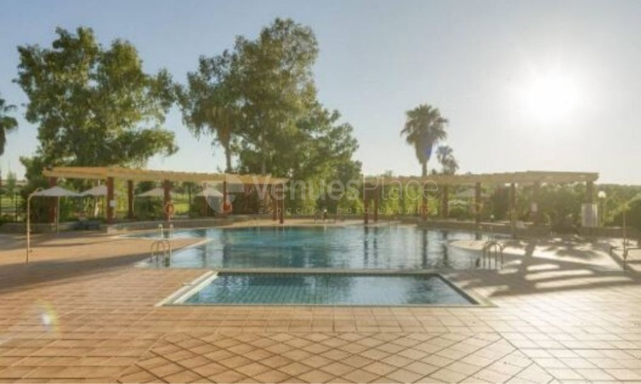 Exterior piscina Hotel Ilunion Golf Badajoz