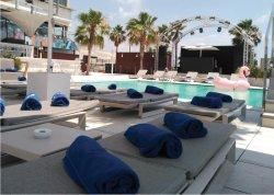 Área Piscina en Go Beach Club