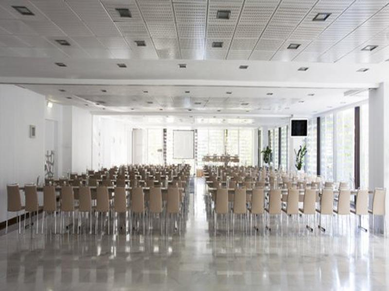 Salón Madrid Montaje en escuela - NH Collection Madrid Eurobuilding