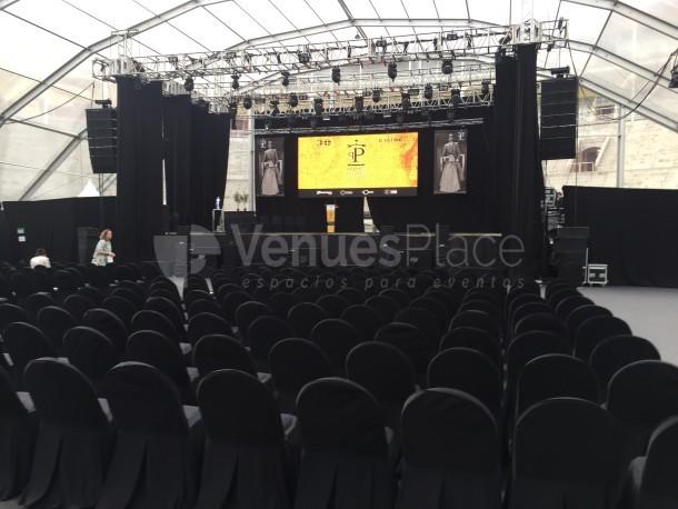 Conciertos y presentaciones con escenario profesional y técnica audiovisual completa