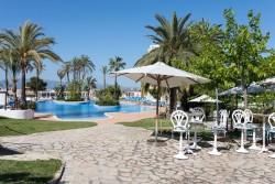 DAO Pool Bar y Piscina Lago