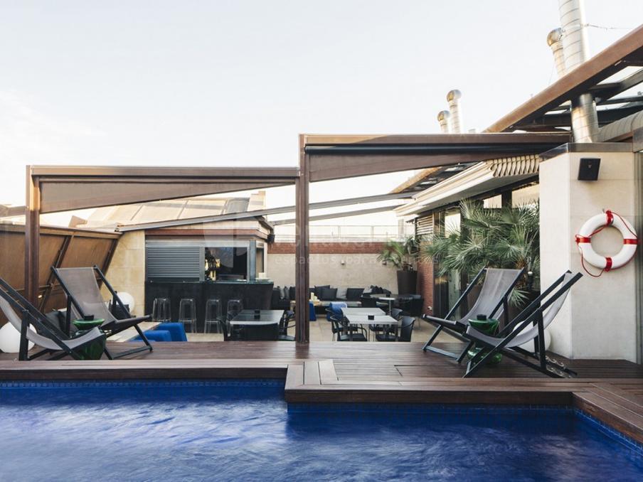 Terraza con piscina en Hotel Granados 83****