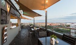 Terraza con vistas en EXPO HOTEL VALENCIA