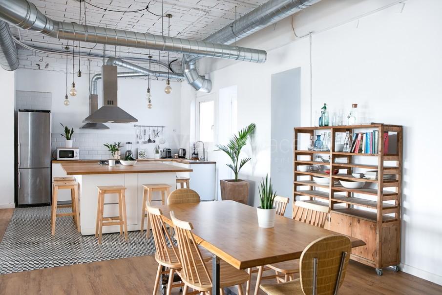 Vista de cocina desde zona living  en Take loft BCN