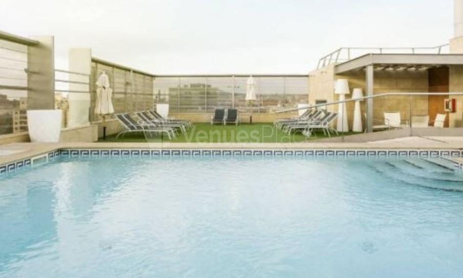 Exterior piscina Hotel Ilunion Barcelona