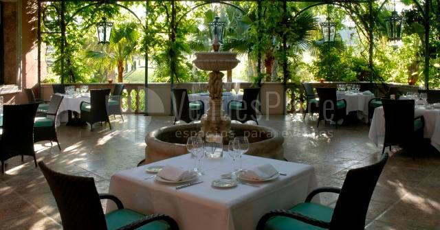 Patios interiores para disfrutar en Villa Padierna Palace Hotel