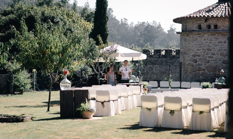 Montaje de ceremonia de boda en Pazo La Buzaca