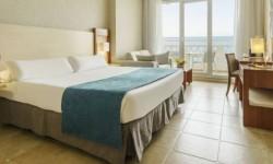 Interior habitación Hotel Ilunion Fuengirola
