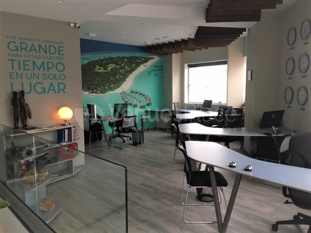 Sala Maldivas con sus puestos de trabajo compartido