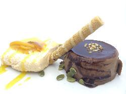 Tarta de chocolate con helado de naranjas con reduccion agridulce de sus cascaras