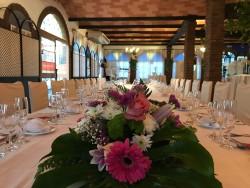 Pueden elegir el formato de mesa  imperial o mesas redondas