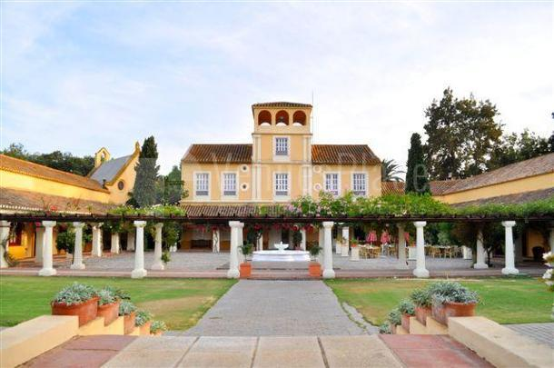 Patio central Real Club de golf Guadalhorce