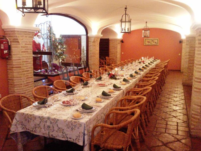 MESA DE COMEDOR en Restaurante Don Quijote